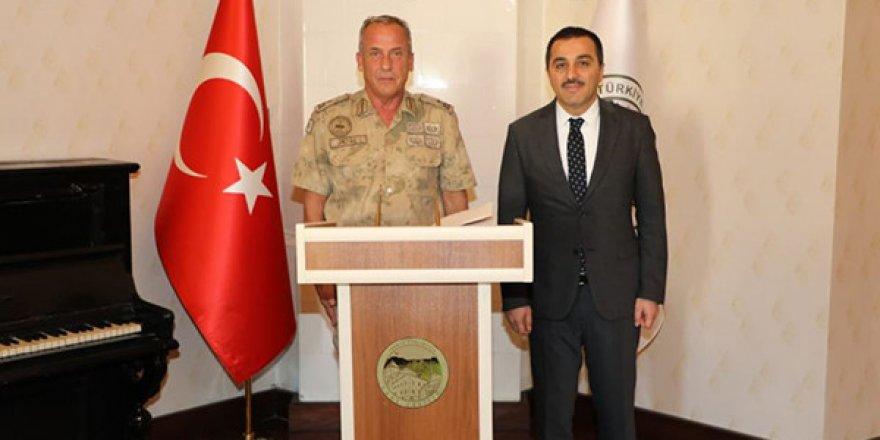 Jandarma Bölge Komutanı Semih Okyar, Vali Öksüz'ü ziyaret etti