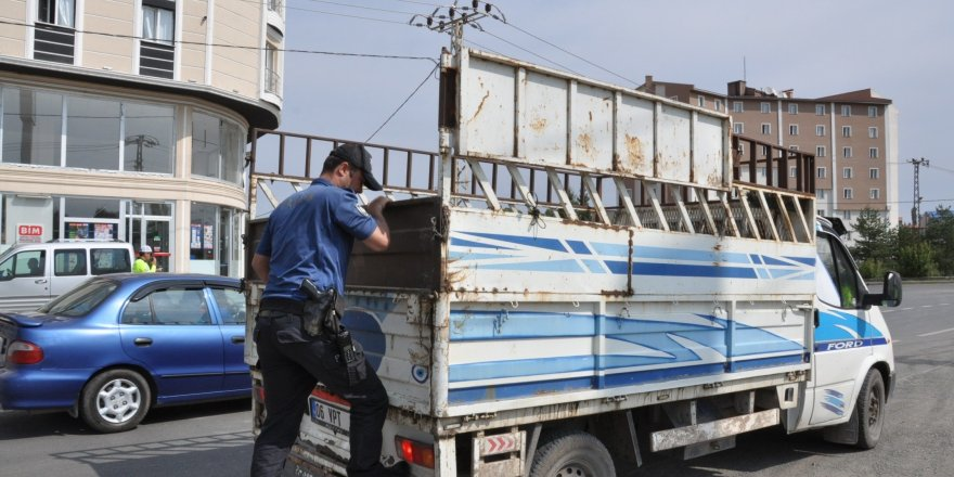 Kars'ta trafik ve asayiş uygulamaları devam ediyor
