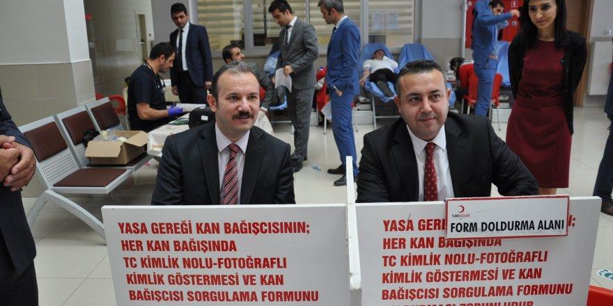 Kars Adliyesi çalışanlarından Kızılay'a kan bağışı