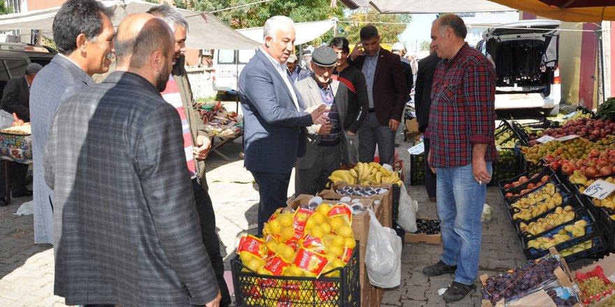 Başkan Altay, pazar esnafıyla buluştu