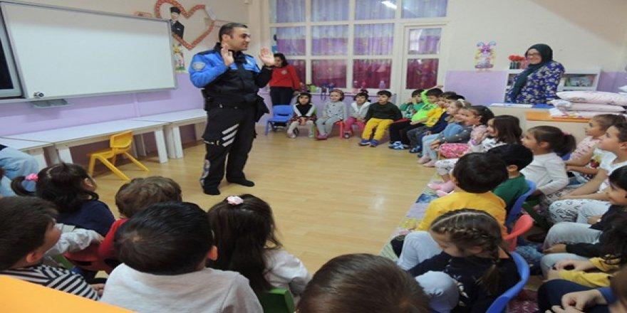 Kars Polisi, Anaokulu öğrencilerini bilgilendiriyor
