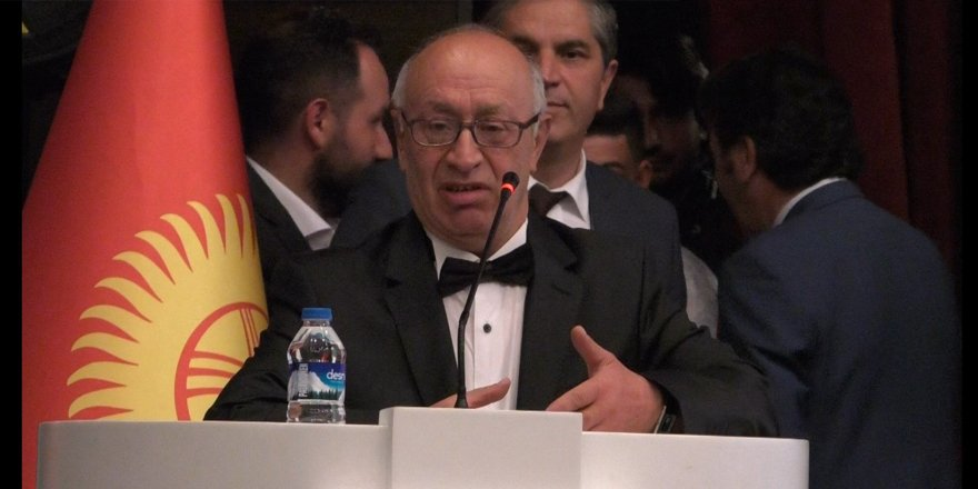 """Kars'ta """"Aşık Şenlik Festivali'nin moderatörlüğü Salih Şahin yaptı"""