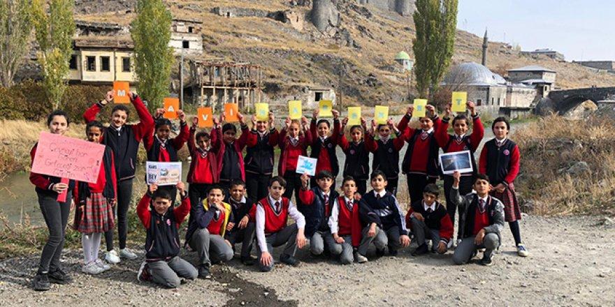 Kars'ta Mihralibey Ortaokulu'ndan Mavi Hareket Temizliği