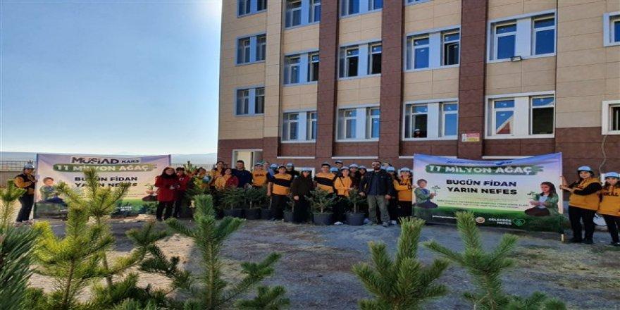 """Gazi Kars Anadolu Lisesinden """"Geleceğe Nefes"""" kampanyasına destek"""