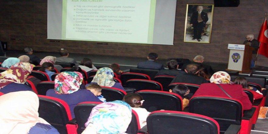 Kars Emniyeti, ailelere bilgilendirme semineri verdi