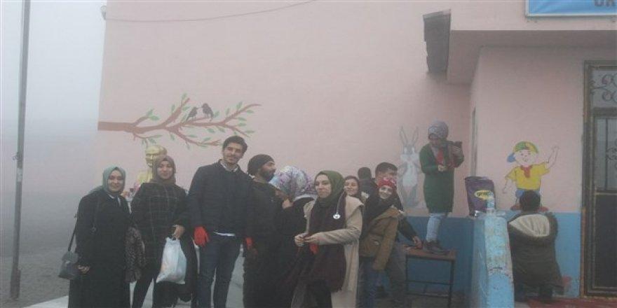 Kars Toplum Gönüllüleri Esin İlkokulunu süsledi