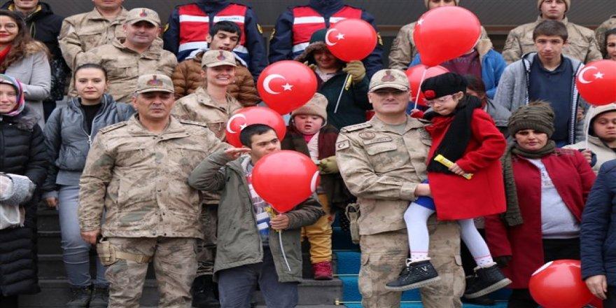 Engelli çocuklardan Kars İl Jandarma Komutanlığı'na ziyaret