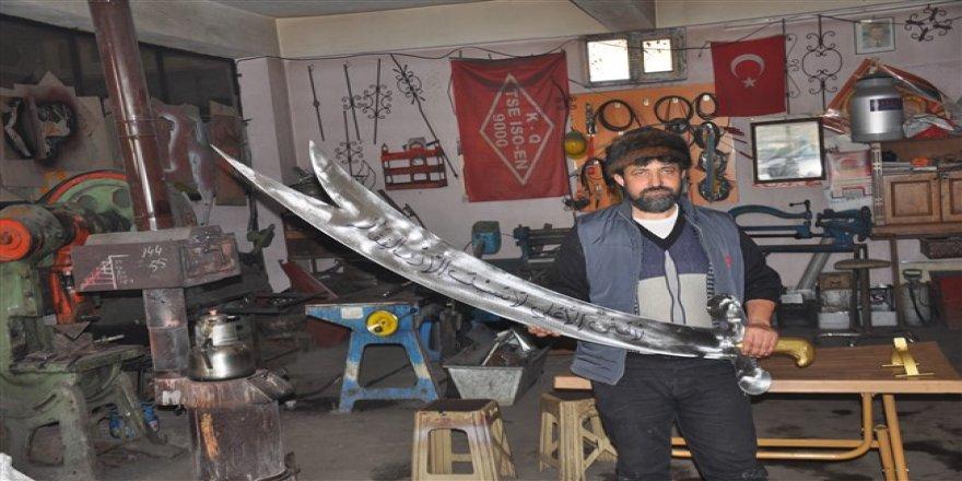 Karslı demirci Hz. Ali'nin kılıcı Zülfikar'ın modelini yaptı