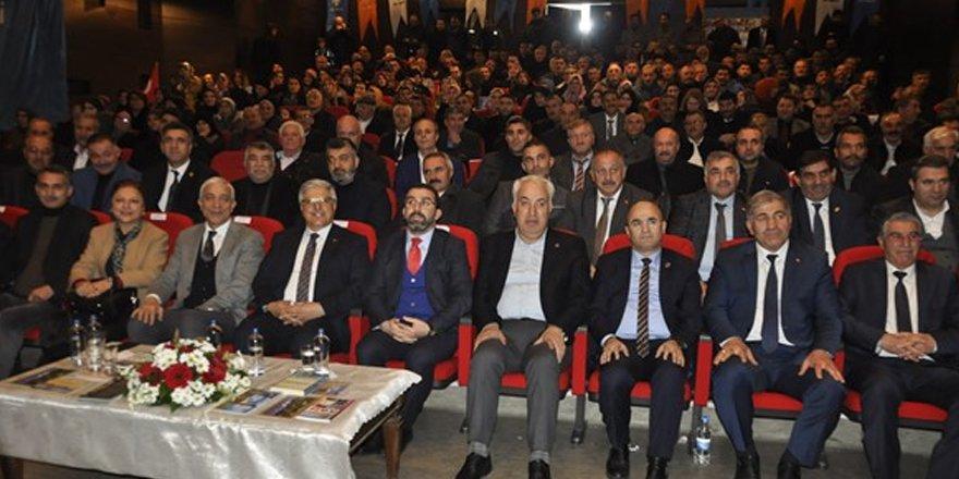 AK Parti Danışma meclisi toplantısında Amerika, İsrail ve ırkçı Yunan vekil protesto edildi