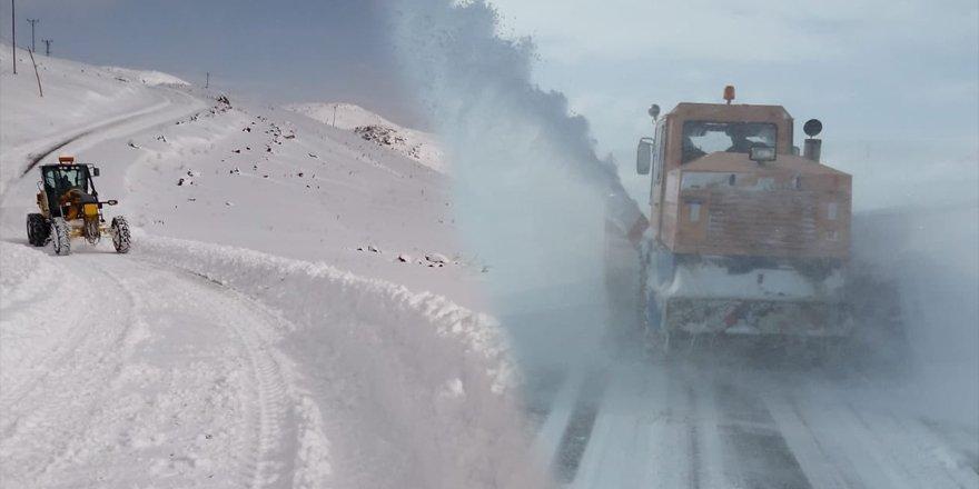 Kars'ta kardan kapanan köy yolları tek tek açılıyor