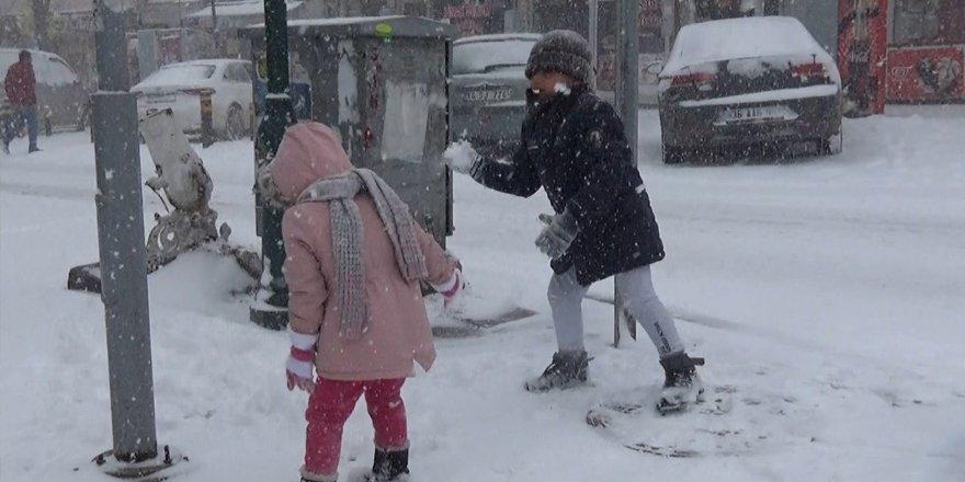 Sarıkamış ve Kağızman'da okullara kar tatili