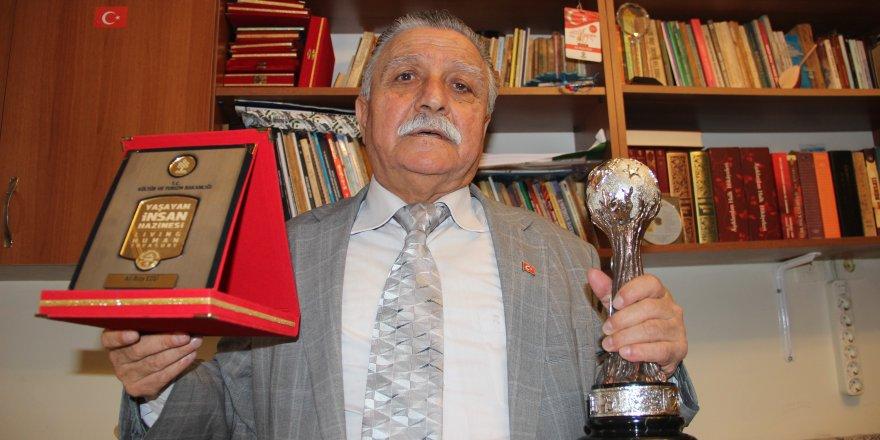 10 yıl gecikmeyle gelen ödülü Cumhurbaşkanı Erdoğan'dan aldı