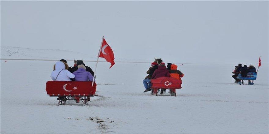 Turizmcilerin yeni rotası Çıldır Gölü