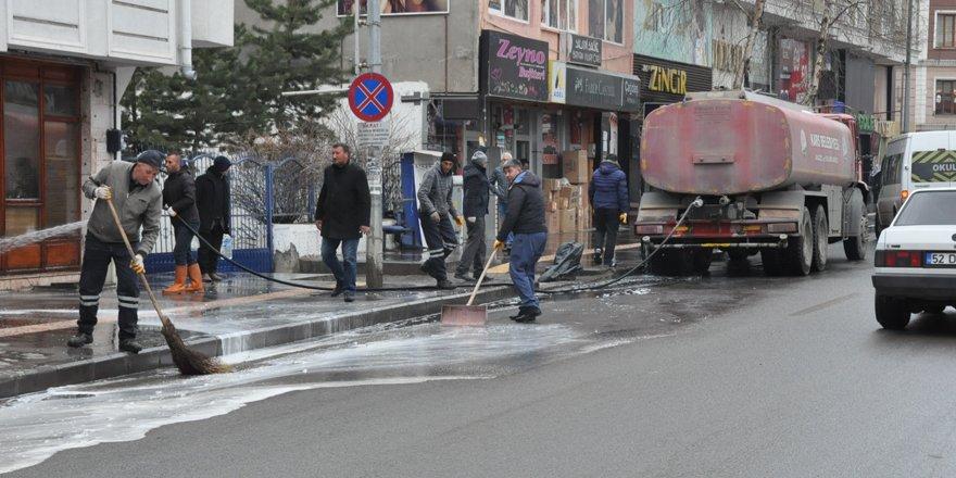 Kars Belediyesi kaldırımları yıkıyor