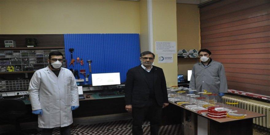 Kars'ta sağlıkçılara özel maske üretimi başladı