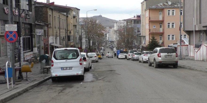 Kars'ta sokaklar boşaldı