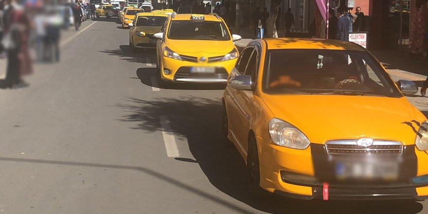 Kars'ta ticari taksilere korona kısıtlaması!