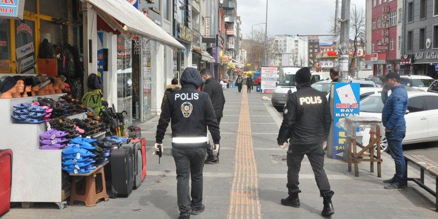 Kars'ta gençler yasakla birlikte evlere kapandı