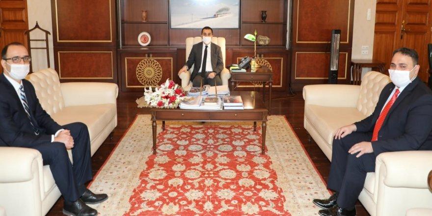 Vali Türker Öksüz, Tapu ve Kadastro Müdürlerini makamında kabul etti