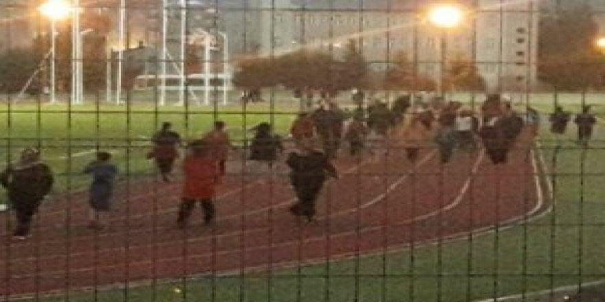 Kars'ta, vatandaşlar spor yapmak için stadyuma akın ediyor