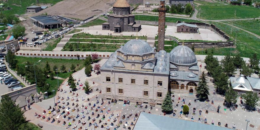 Kars'ta camilerdeki abdesthane, şadırvan ve tuvaletler açıldı