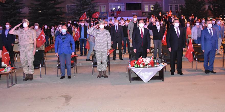 Kars'ta vatandaşlar demokrasi için meydanlara akın etti