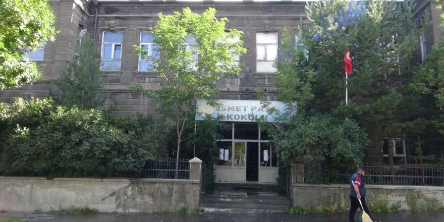 Kars'ta asırlık okul yardım bekliyor