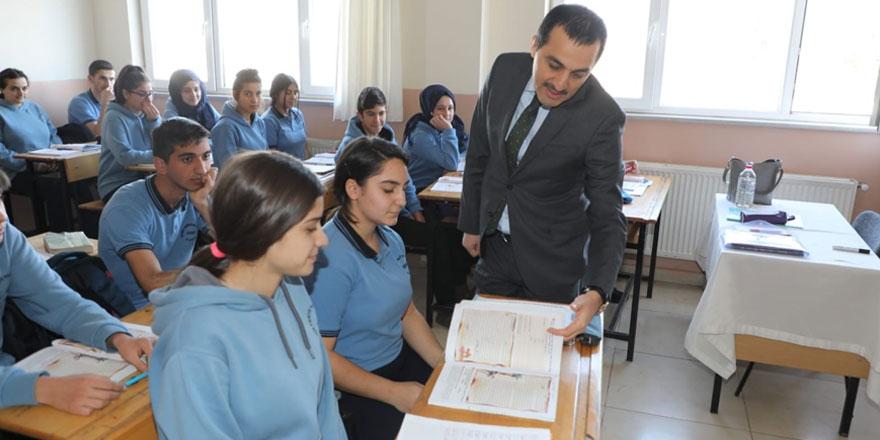 Vali Öksüz Kars'ta okulların açılacağı tarihi açıkladı
