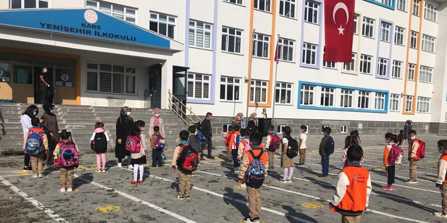 Kars'ta öğrenciler öğretmenleriyle buluştu
