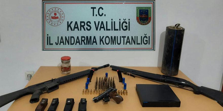 Arpaçay'da silah ve av tüfeği ele geçirildi