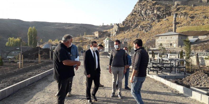 Vali, Belediye Başkan Vekili Öksüz, Kars Vadisi inşaatında incelemelerde bulundu
