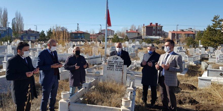 Kars Şehit ve Gazi Aileleri Derneği Şehit Öğretmenleri Unutmadı