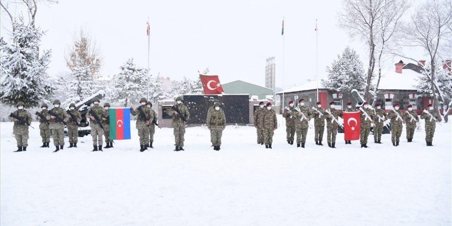 """Azerbaycan Ordusundaki Kahraman Kardeşlerimiz """"Kış Tatbikatı"""" için Kars'a Geldi"""