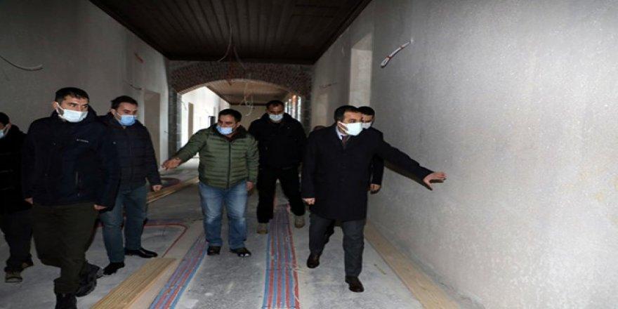 Vali/Belediye Başkanı Türker Öksüz, restorasyon çalışmalarını inceledi