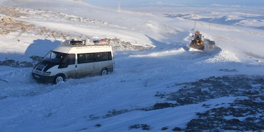 Kars'ta donmak üzere olan 35 kişi kurtarıldı