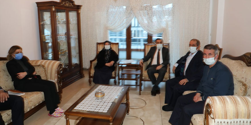 Vali Öksüz'den şehit ailesine anlamlı ziyaret