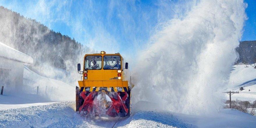 Demir yolunun 'kar savaşçıları'ndan nefes kesen çalışmalar