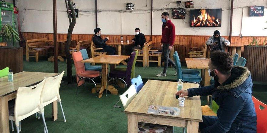 Kars'ta işyerleri kepenklerini açtı