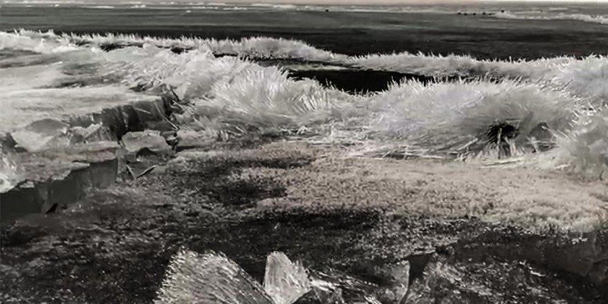Çıldır gölünde çözülme başlayınca 'kristal göl'e dönüştü