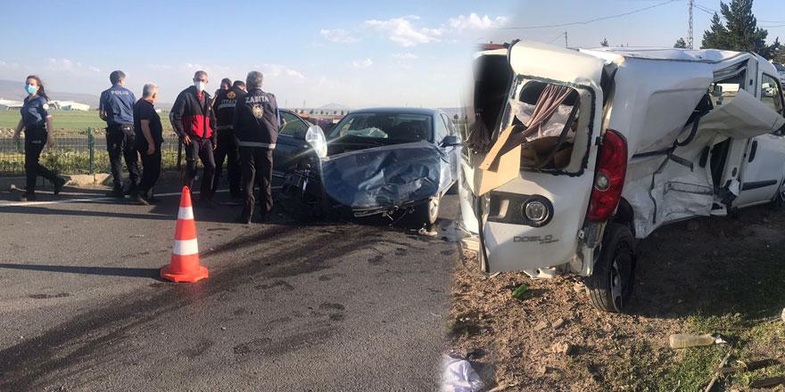 Kars'ta iki otomobil çarpıştı: 2 yaralı