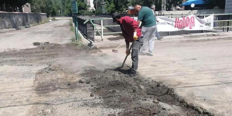 Kars'ta şehir içi yol çalışmaları devam ediyor
