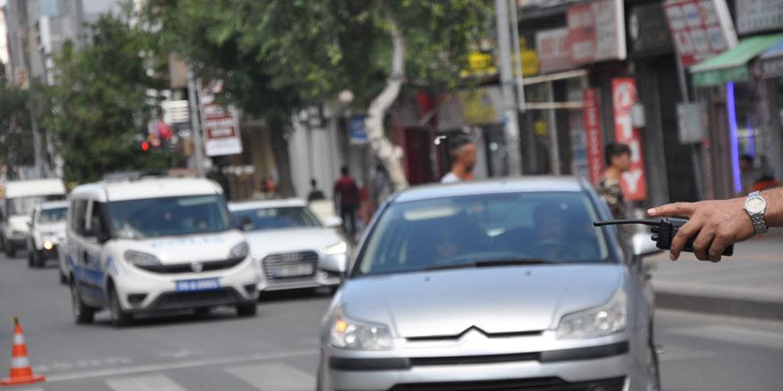 Kars'ta yaya yol vermeyen sürücülere ceza!