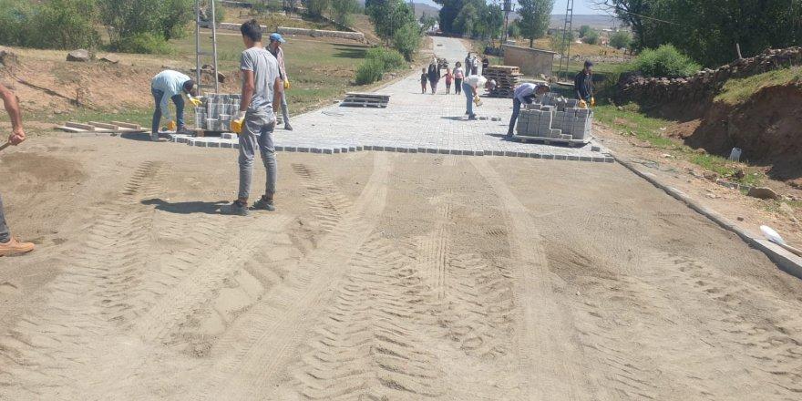 Arpaçay Göldalı, Koçköy, Sarıkamış Karaurgan köylerinde kilitli parke taş yapılıyor
