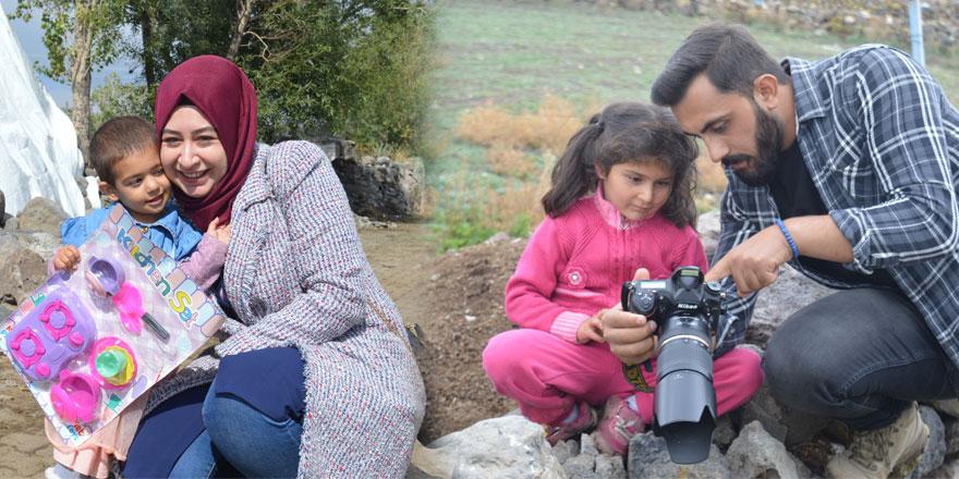 Kars'ta köy köy gezen grup, çocukların yüzünü güldürüyor