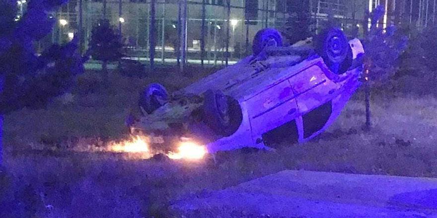Kars'ta otomobil öğrencilere çarptı!
