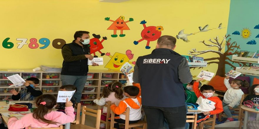 Kars'ta polis çocukları bilgilendirdi