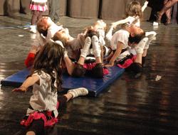 Miniklerin Jimnastik Gösterisi