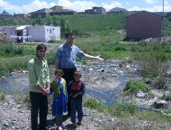 Kanalizasyon Köyün İçine Akıyor
