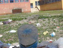 Okul Çöplükten Geçilmiyor