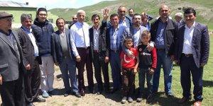 AK Parti Kars Milletvekili adayı Yunus Kılıç'a köylerde yoğun ilgi